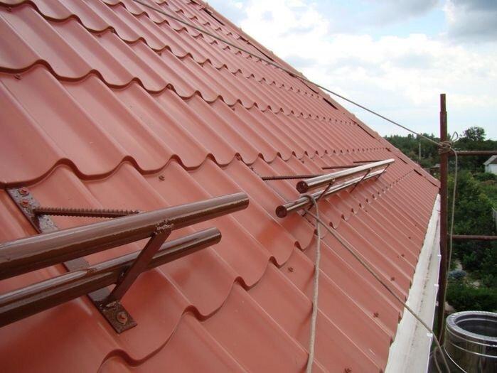 Как правильно установить снегозадержатели на крышу